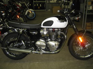 2017-triumph-bonneville-T120-black-and-white